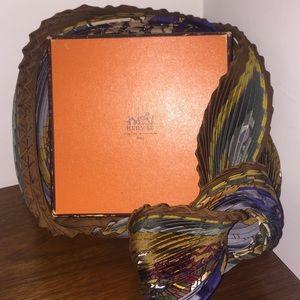 Authentic Hermès 90cm Plissé silk print scarf